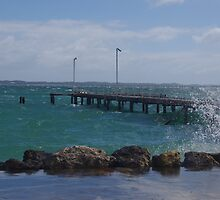 Heavy sea around the jetty by lezvee