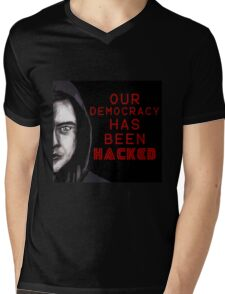 "Elliot ""our democracy has been hacked"" Mens V-Neck T-Shirt"