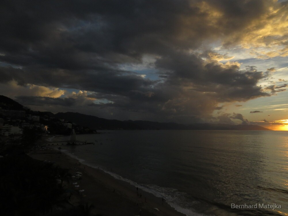 sunset with clouds - puesta del sol con nubes by Bernhard Matejka