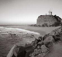 Nobbys Lighthouse - B&W by 4thdayimages