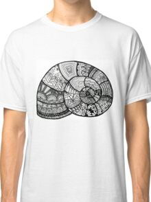Zentangle shell design in Black and White Classic T-Shirt