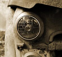 Headlight B&W by Ruben Flanagan aka (Flan)