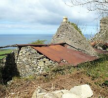 Tumbledown cottage with a sea view by M-Tron