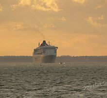 Queen Mary 2 by Jonathan Cox