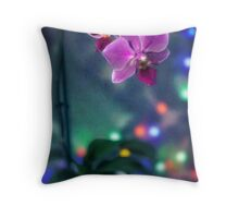 Epere solo, en compania de las orquideas Throw Pillow