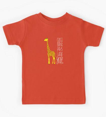 Art Giraffe- Ceci n'est pas une girafe Kids Tee