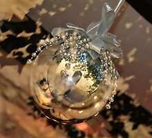 Christmas silver bauble by miedepain