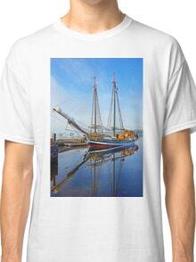 Tall Ship Larinda at Shelburne, Nova Scotia, Canada Classic T-Shirt