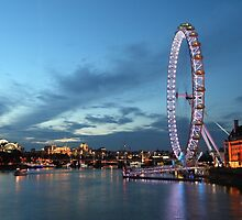 London by night by FlatWhiteImages