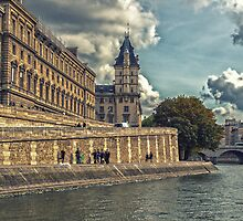 River La Seine - Paris by Yannik Hay