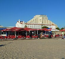 Beach life at the Algarve by Janone