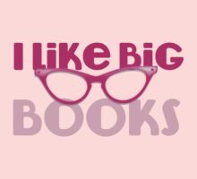 I LIKE BIG BOOKS in pink with cute eye glasses Kids Tee