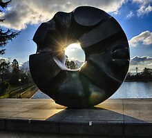 Seattle art sculpture against the sun blu sky northwest - Ciambella by visionitaliane