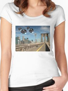 Aliens invade New York Women's Fitted Scoop T-Shirt