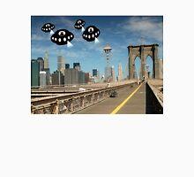 Aliens invade New York Unisex T-Shirt