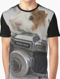 Guinea photographer Graphic T-Shirt