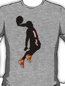 lebron james dunk t-shirt T-Shirt