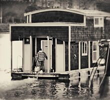 Houseboat Drive By by Lynnette Peizer