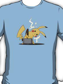 Pikachu uses Mjolnir! T-Shirt