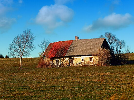Old farmhouse by Patrick Jobst