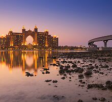 The multi-million dollar Atlantis Resort, Hotel & Theme Park at the Palm Jumeirah Island in Dubai by naufalmq