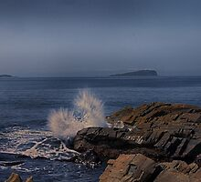 A large swell breaking on the coast at Easdale by Islandsimages
