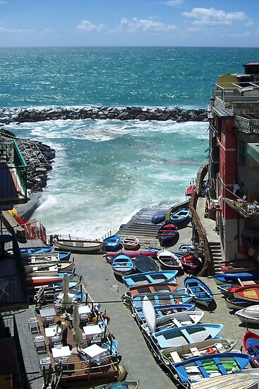 The small harbour of Riomaggiore by Arie Koene