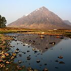 Glencoe Scotland.. by Francis  McCafferty