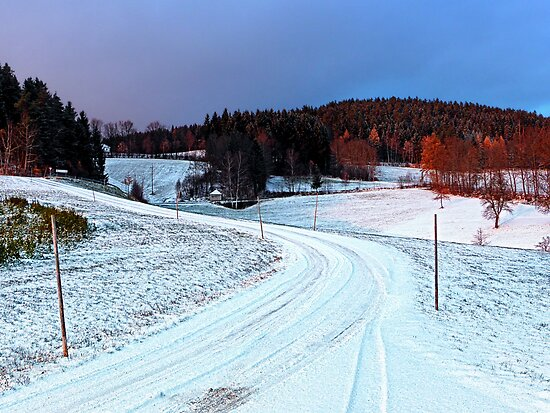Country road through winter wonderland II | landscape photography by Patrick Jobst