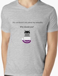 'My cat doesn't care about my sexuality' Asexual Mens V-Neck T-Shirt