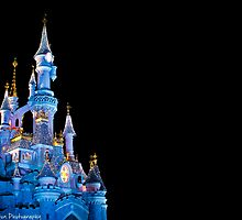 Sleeping Beauty Castle - Christmas Lights (Disneyland Paris) by ThatDisneyLover