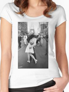 The kiss of sailor, Alfred Eisenstaedt, 1945, Women's Fitted Scoop T-Shirt