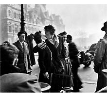 Le Baiser de l'Hotel de Ville de Paris Photographic Print