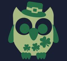 Cute irish shamrock owl Kids Tee