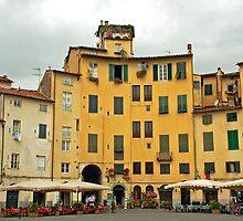 Lucca - Amfiteatro by Arie Koene