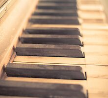 The Old Piano by Edward Fielding