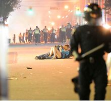 Vancouver Riot Kiss by opio9