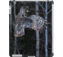 Hover - Great Grey Owl iPad Case/Skin