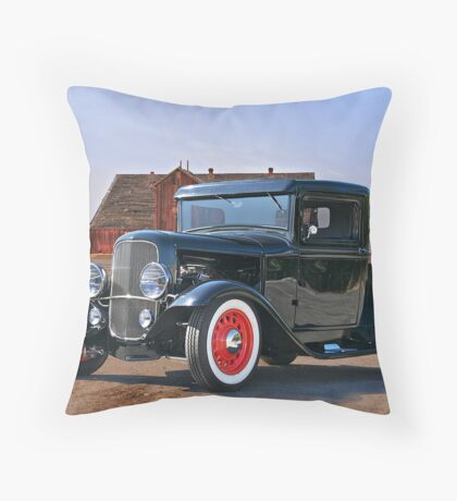 1932 'Farm Fresh' Ford Pick-Up Truck Throw Pillow
