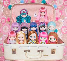 Blythes in a vintage suitcase - what more do you need? ;) by Zoe Power