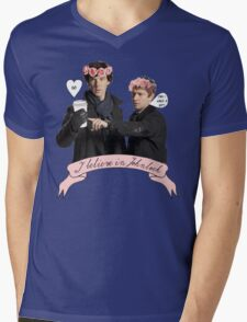 I believe in Johnlock Mens V-Neck T-Shirt