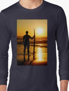 A surfer watching the waves Long Sleeve T-Shirt