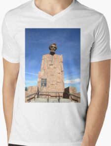Lincoln Monument, IS80 Wyoming, USA Mens V-Neck T-Shirt