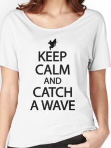 Keep calm and catch a wave Women's Relaxed Fit T-Shirt