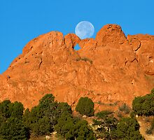 Moonset on the Kissing Camels by RondaKimbrow