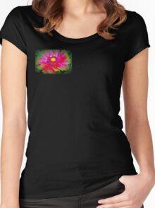 Blanket flower macro Women's Fitted Scoop T-Shirt