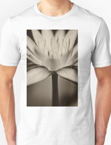 Lotus in black and white T-Shirt