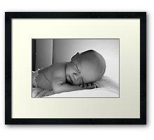 Soñando con Mamá Framed Print