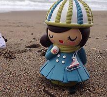Momiji Doll - Beach by Alpinoalves