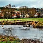 Dorf am Fluss by harietteh